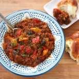 Яхния от патладжан и доматен сос
