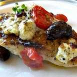 Празнично пиле с домати и сирене