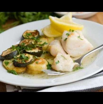Бяла риба с картофи и тиквички