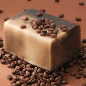 Как да си направим домашен ексфолиращ сапун с цвят на  кафе