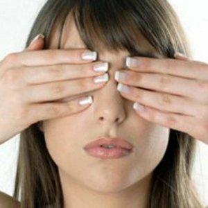 Намалете напрежението на очите с няколко лесни упражнения