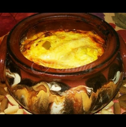 Бързи гювечета за 20 мин. сирене кренвирши и кисели краставички