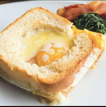 Бърза и вкусна закуска в хлебче