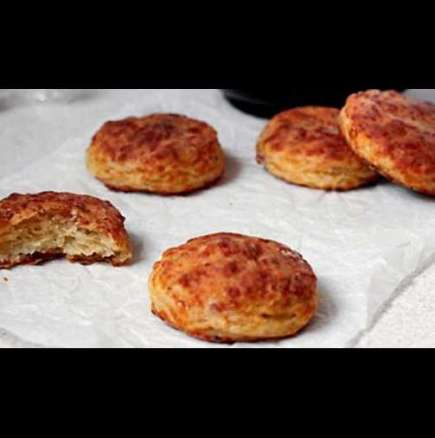 Бисквити с кашкавал и бекон