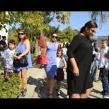 Какво се случва? Ани Салич отчаяна в първия учебен ден - изпрати децата на училище без мъжа си (Снимки)