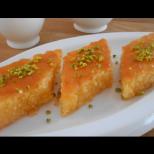 Съседката ми е от Измир и я помолих да ми покаже традиционно турско реване-Е, вече опитах рецептата и я препоръчвам!
