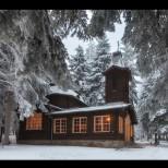 Дървена църква сгушена в горите на Боровец прави чудеса!