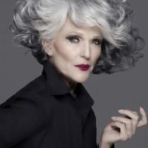 68-годишен модел продължава да прави фурор!