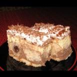 Сочна бисквитена торта с млечен крем и ром