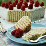 Домашна детска торта - с бисквити и кисело мляко, подходяща и за най-малките