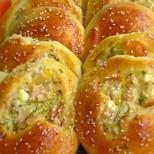 Мекички и вкусни - пълнени питки с шунка и сирене