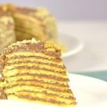 Божествена торта - с тънки бисквитени блатове, много шоколадов крем и орехи. Рецепта с видео