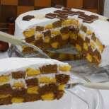 Празнична шахматна торта