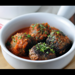 Вкусни кюфтенца в доматен сос