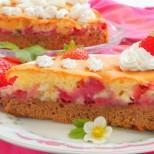 Лесен и ефектен сладкиш с ягоди