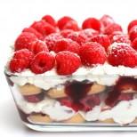 Торта Ммммм... - сладък крем, малини и ви завладява още от първата хапка!