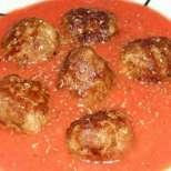 Ароматни кюфтенца в доматен сос