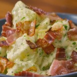 Картофки по ловджийски с бекон и сос Бешамел - рецепта с видео
