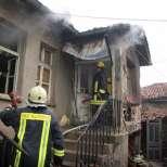 Две къщи изгоряха тази нощ