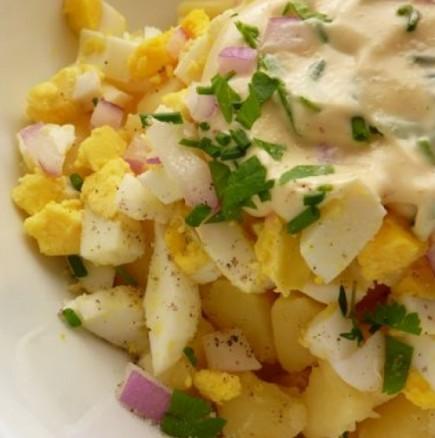 Всички видове картофени салати събрани накуп