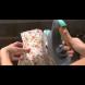Взела ютия, салфетка и свещ и направила нещо гениално, което веднага ще направите и Вие (видео)