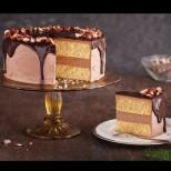Тази торта съм си я кръстила Хиляди въздишки, защото като я сервирам на масата, гостите не спират да й се възхущават