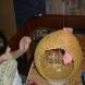Голямо Великденско яйце за украса-Просто надуйте балон и го облепете, после го пукате и готово!