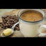 Всяка сутрин колежката си прави кафе и слага бучка масло! Когато ми каза защо го прави, веднага пробвах и аз!