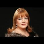 Днес рожден ден празнува една любима дама с емблематичен кадифен глас: честито на прекрасната Богдана Карадочева!