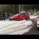 Края на юли, хората по къси панталони бутат коли, затънали в снега! Ето къде връхлетя снежният ад!