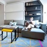 Купихме си жилище, но беше много малко и трябваше да вместим хола и спалнята в една стая, добре че беше дизайнера да ни даде тези идеи