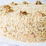 Истинско съвършенство от първата до последната хапка: Медовик - руска медена торта. Вкусът й дълго ще ви преследва!