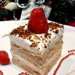 Редена бисквитена торта с много крем и шоколад - децата с радост ще ви помагат