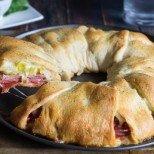 Просто и гениално, директно от италианската кухня: гигантски пълнен кроасан Калцоне