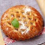 Всички въздишат по американския ябълков пай, но тези симпатични сладкишчета са стократно по-вкусни и по-лесни (видео-рецепта)!