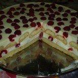 Лека сметанова торта с бишкоти и малини