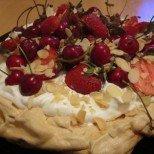 Торта Павлова с ванилов крем и плодове - нещо изискано и лесно по прочута рецепта