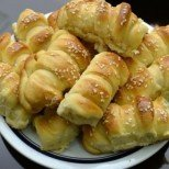 Проверена рецепта: най-меките бабини кифлички, които ще запомните от първата хапка!