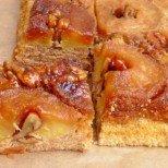 Лек сладкиш с ябълки и карамел Отдолу-нагоре