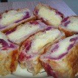 Феноменално на вкус и разтапящо нежно на консистенция - пухкаво крем руло с вишни