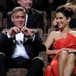 Сандра Бълок скочи в басейна на Джордж Клуни