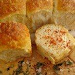 Чудно тесто за питки и хлебчета -  коричката е хрупкава, а сърцевината - пухкава и въздушна