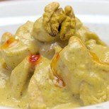 Глезени пилешки хапки в орехов сос и мед - няма да им устоите (рецепта с видео)