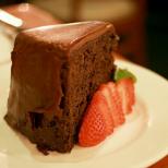 Сладко спасение в последния момент: как да приготвим любимата шоколадова торта, при това здравословна, за 30 минути