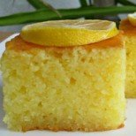 Лесно лимонено реване с кисело мляко - нещо сочно и свежо по турски