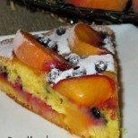Умопомрачително вкусен и лесен сладкиш с праскови и боровинки