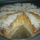 Размазващо сочна и нежно карамелена: млечна торта Трилече