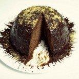 Шоколадова бомба за 15 минути. Няма да ви лъжем: не е нискокалорична, но е изумително вкусна!