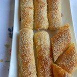 Лесни закуска - рулца с готови кори и сирене