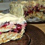 Раз-два-три и е готова: Бърза плодова торта с кисело мляко